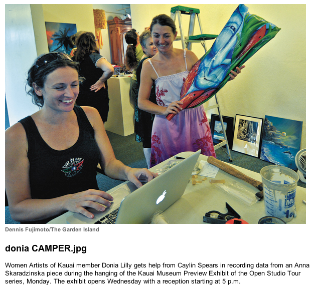 Donia Lilly and Caylin Spear setting up Women Artists of Kauai exhibit
